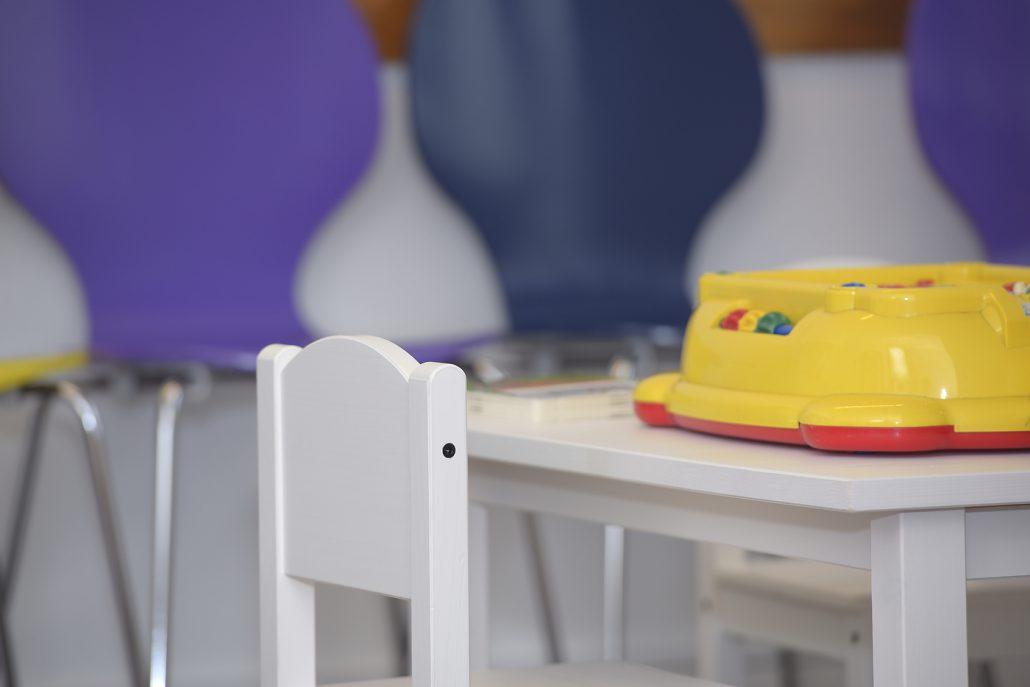 Spieleecke - Sofa des Wartebereichs Kinderärzte | Gemeinschaftspraxis der Kinder- und Jugendärzte | Dr. Schmid München Süd